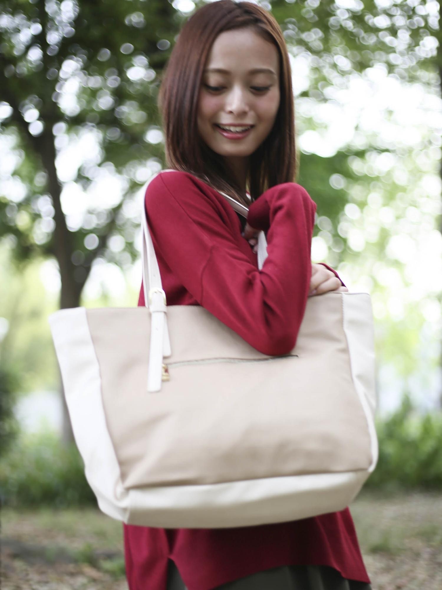 [12/28まで限定価格]ギフトにおすすめ男女兼用スムースレザートートバッグ