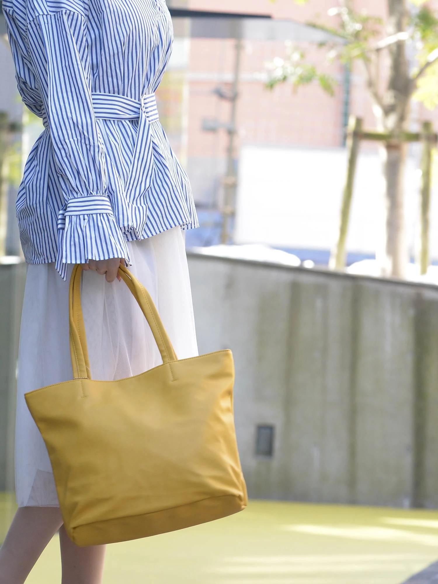 【チャーム付き】フェイクレザートートバッグ